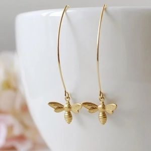 New Yellow Gold Spring Bee 🐝 charm dangle earring